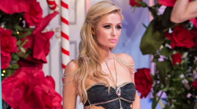 Paris Hilton makes comeback in sexy heels