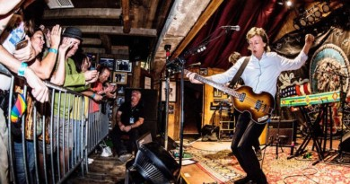 'This can't be real': Fans shed tears to see Paul McCartney at the tiny Pappy and Harriet's